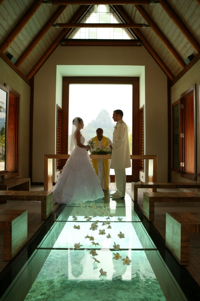 tahiti-destination-wedding-chapel