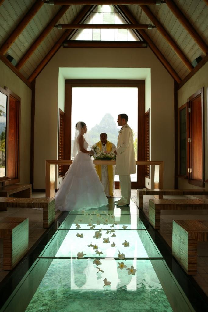 tahiti-destination-wedding-chapel