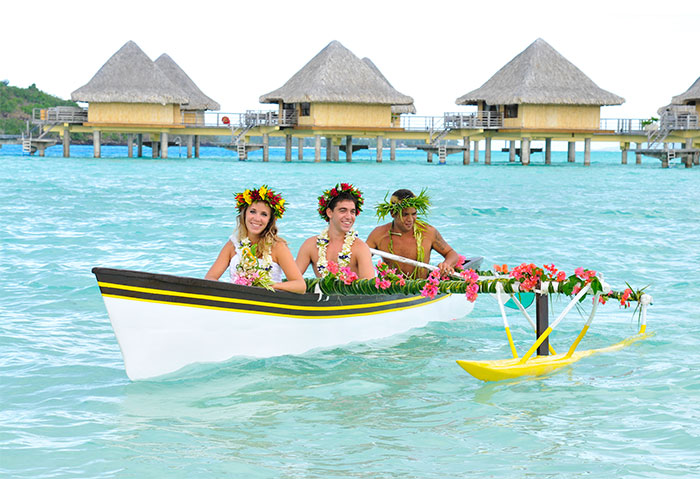 tahiti-destination-wedding-water
